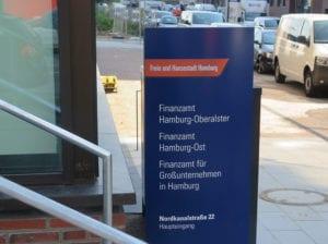 Leadway August Prien Finanzbehörde Hamburg Monolith Orientierungssystem