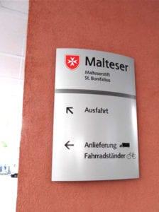 Malteser Exterior Wandschild Leitsystem