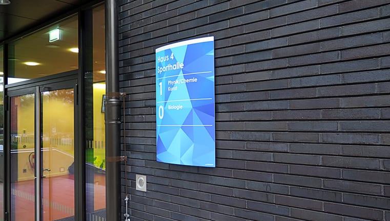 Stadtteilschule Bramfeld Beschilderungssystem Exterior Wadschild Zielinformation