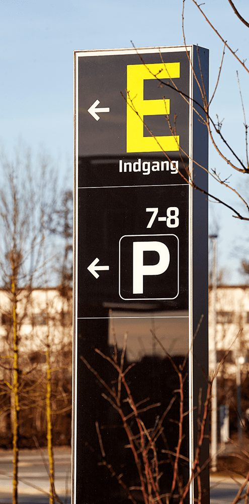 Modulex Via exterior Parkplatz Information Monolith Leitsystem