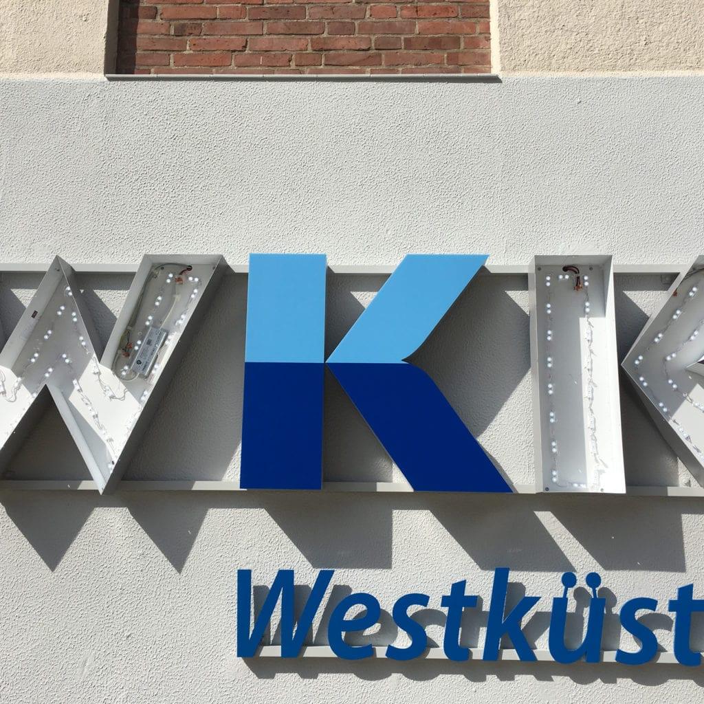 Westküsten Klinikum Leuchtwerbeanlage innen