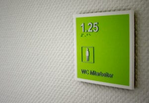 Jobcenter Reinbek Braille taktiles Türschild