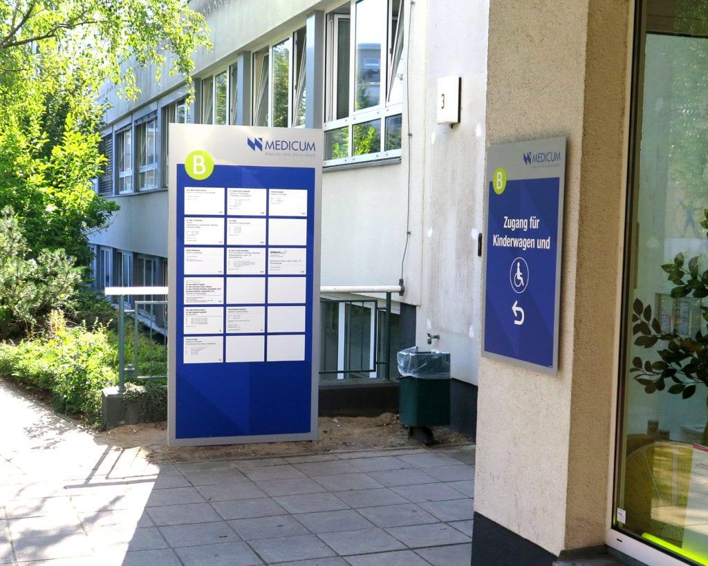 NWI Ärztehaus Wegeführsystem Basic Messenger Exterior Mieterübersicht