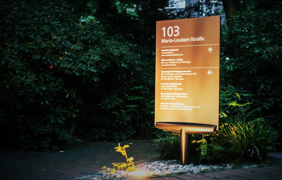 Leitsystem für die Maria Louisen Straße. Produktlinie Modulex Macer Exterior