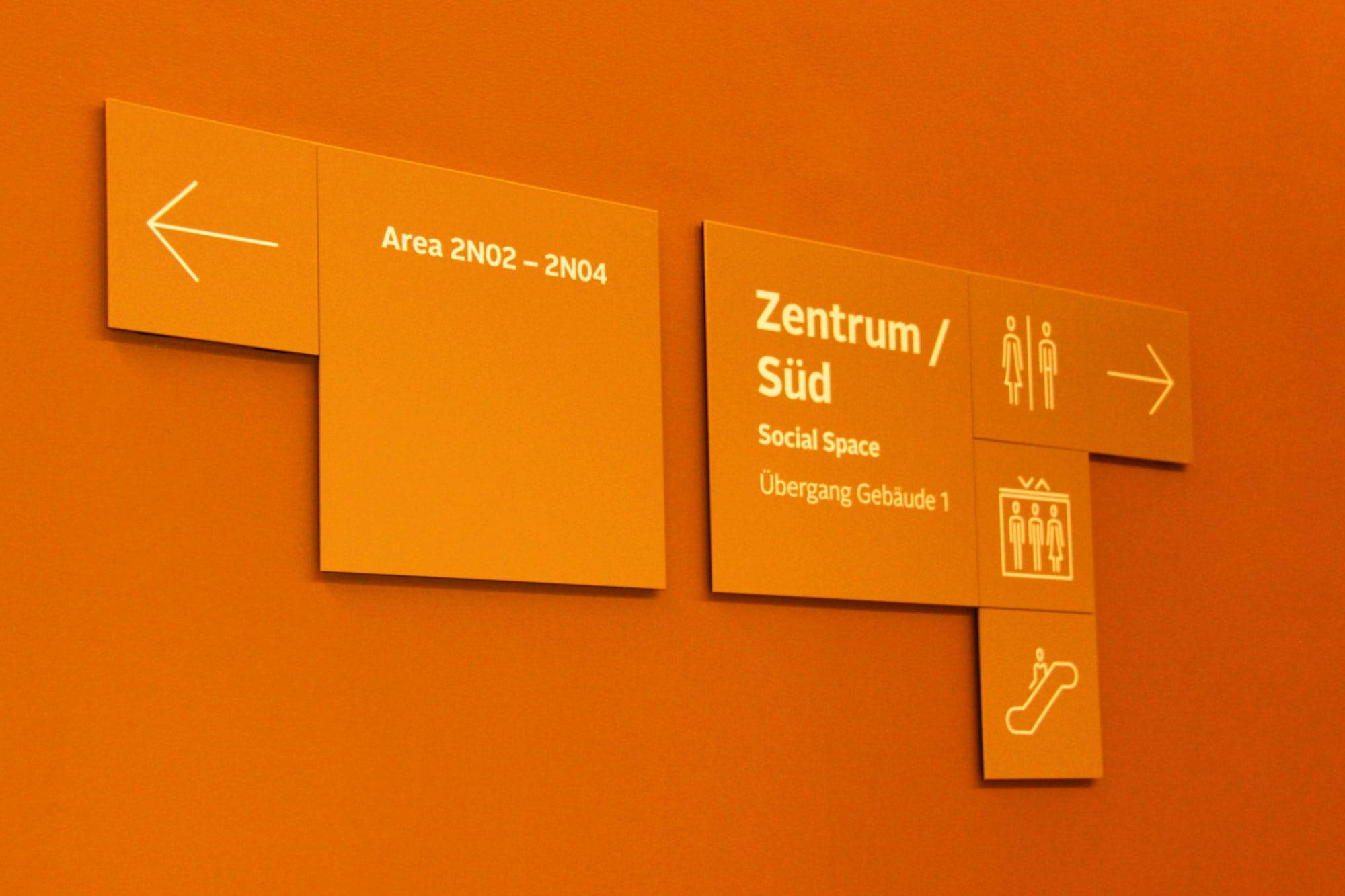 Allianz Beschilderung Türschild Interior
