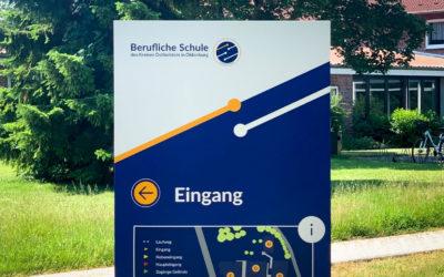 Außenleitsystem der BBS Oldenburg – Berufliche Schule des Kreises Ostholstein
